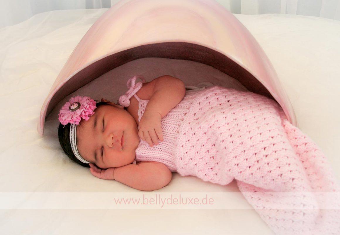 Baby unter Muschel Belly Bowl