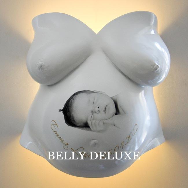 Babybild und Foto auf Gipsabdruck aufkleben