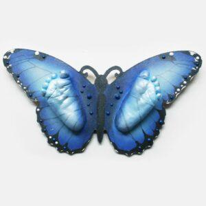 3d Baby Fussabdrücke auf Schmetterling Form