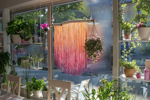 Fadenvorhang aus eingefärbtem Makramee Garn