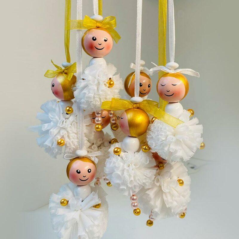 8 Pompon Engel als Aufhänger